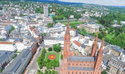 Marktkirche Wiesbaden von Oben - Drohnen Aufnahme Filme
