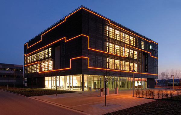 corporation_gallery_645x418__0071_Fraunhofer_enas-fassade_CMYK_8cm__1_